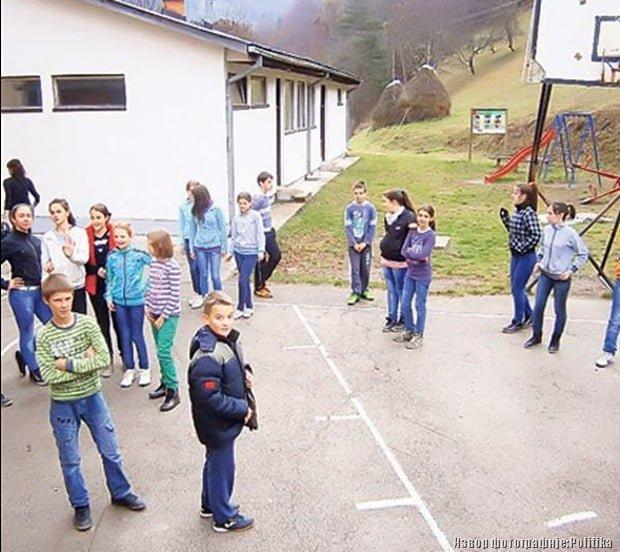 Ученици из Девића